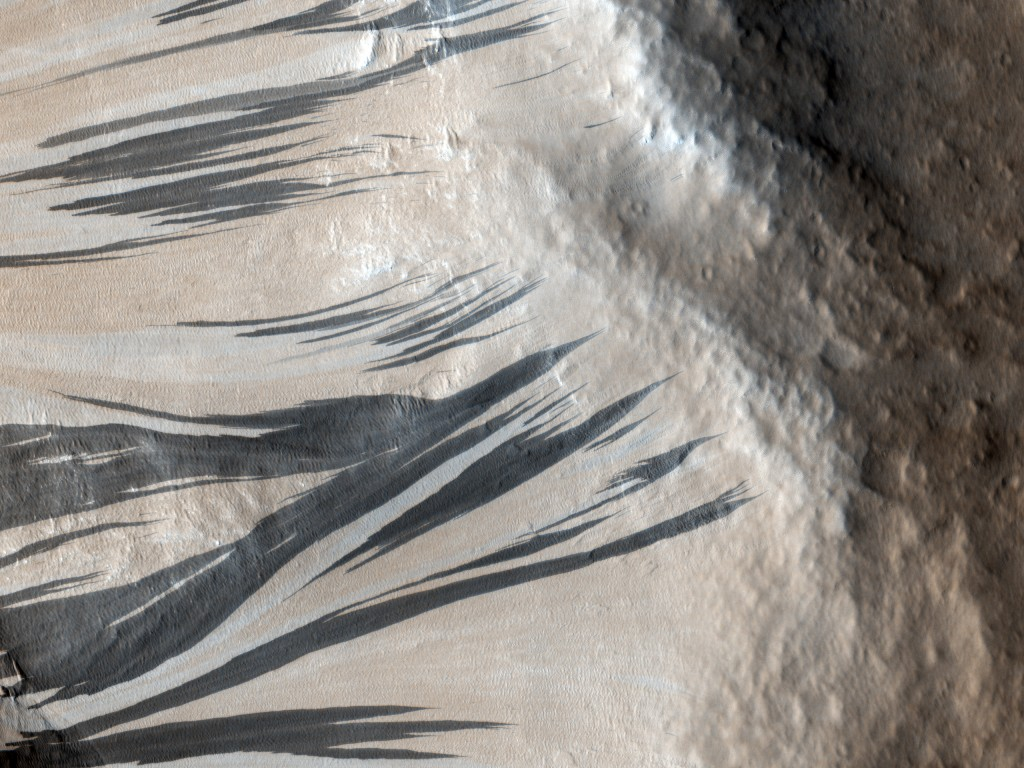 Dark Sand Streaks on Mars