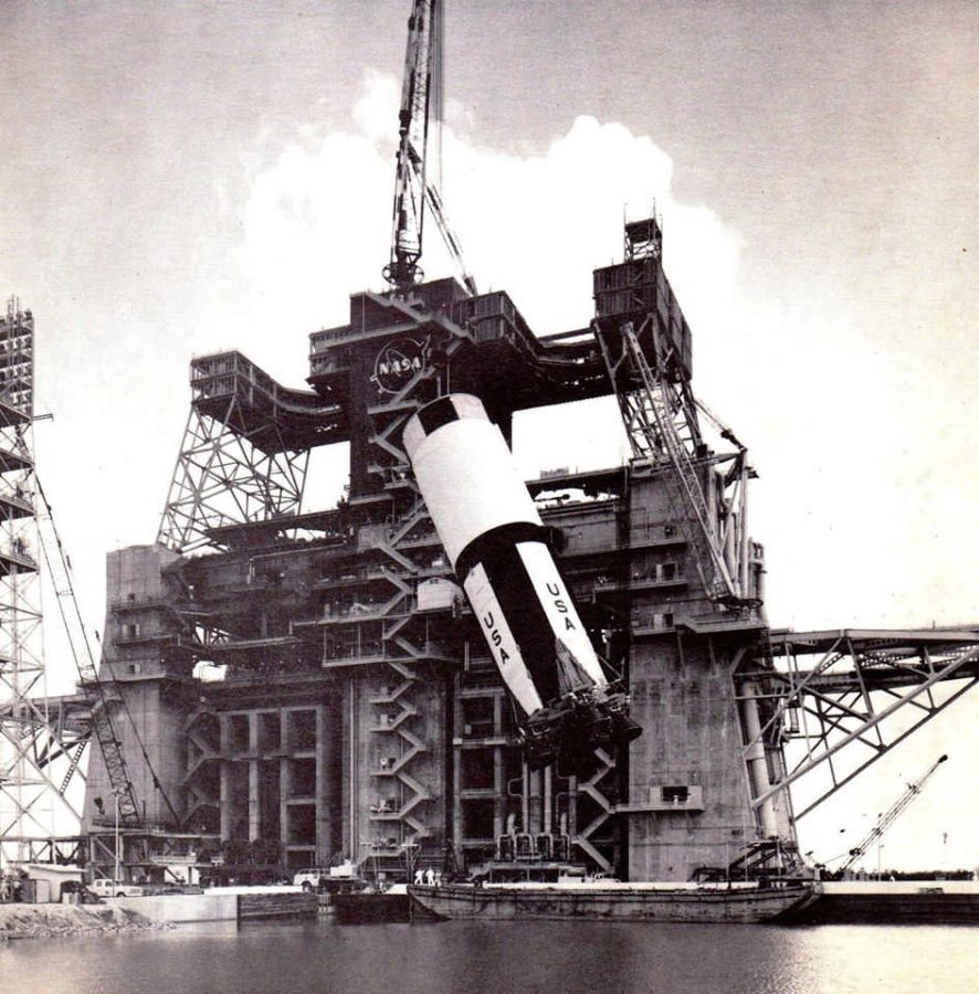 Saturn launch-pad-lift